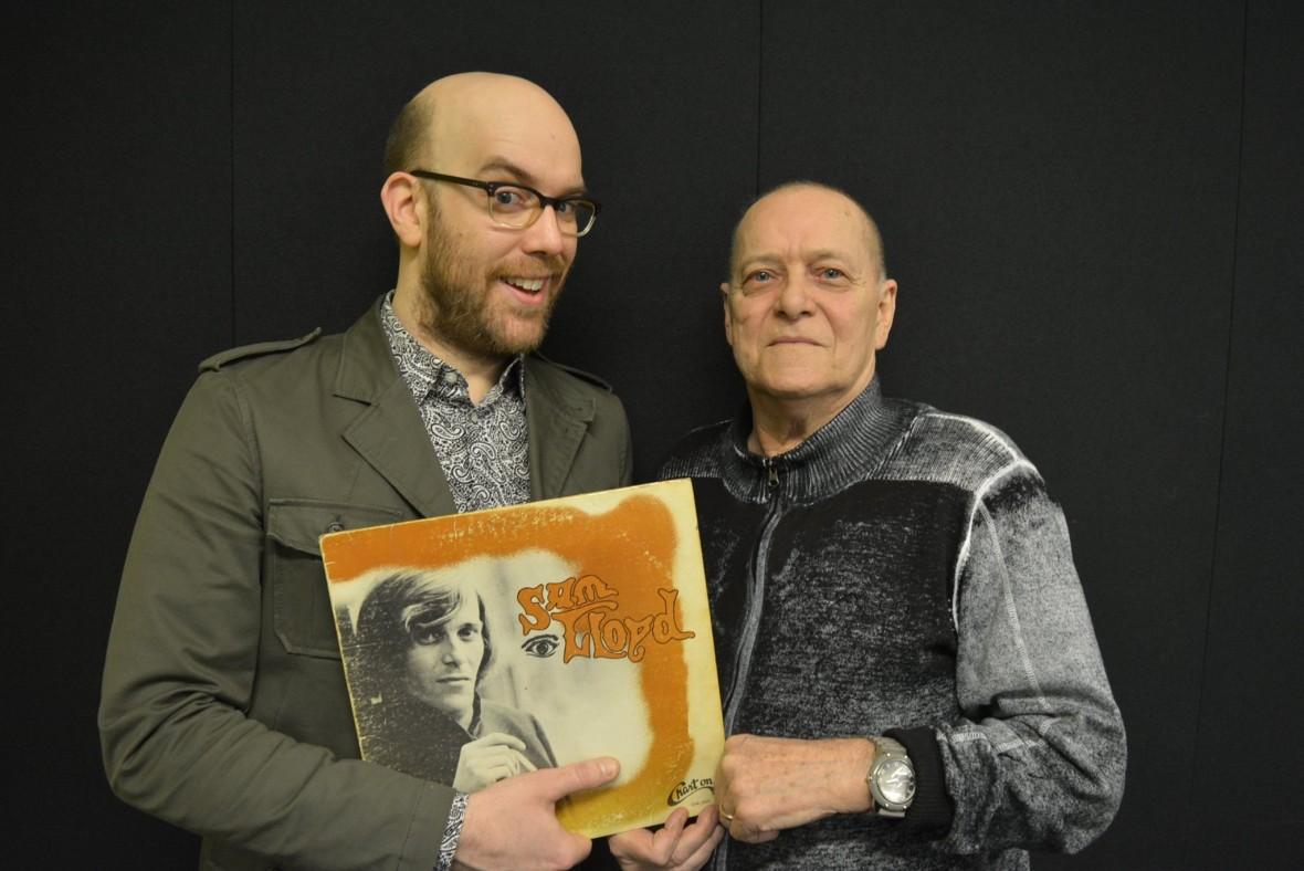 En compagnie de Sam Lloyd et de la première pochette imaginée pour l'album de notre invité.