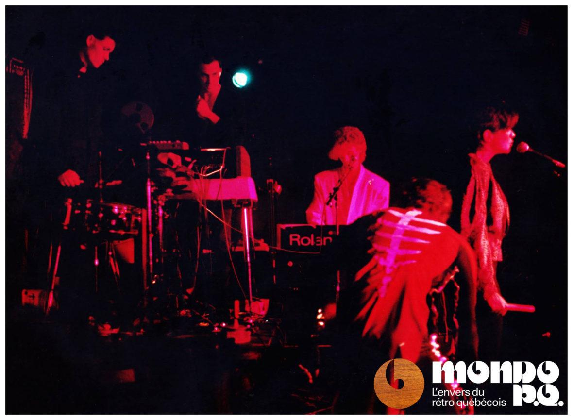 Red Shift, sur scène en 1983.