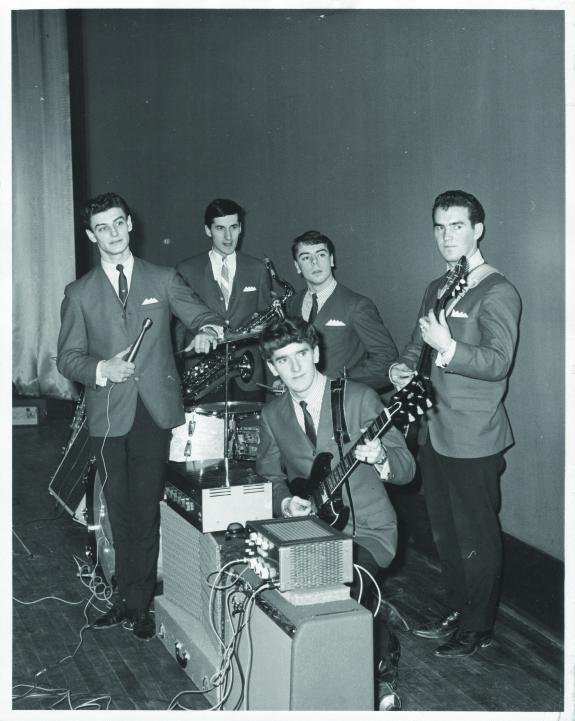 Les Vibratones à la Salle des Loisirs de Rimouski, vers 1964 (Collection personnelle de André Jean).