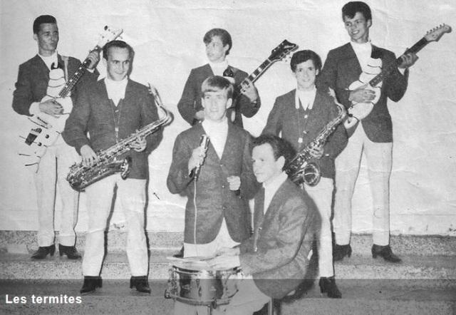 Les Termites avec Serge Turbide (extrait du site Web du chanteur). Visez-moi ces instruments en forme de larves!
